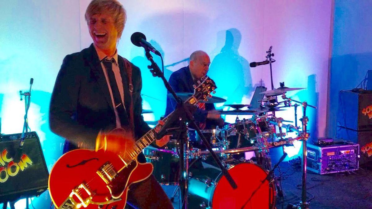 Guitarist Matt smiling during the performance
