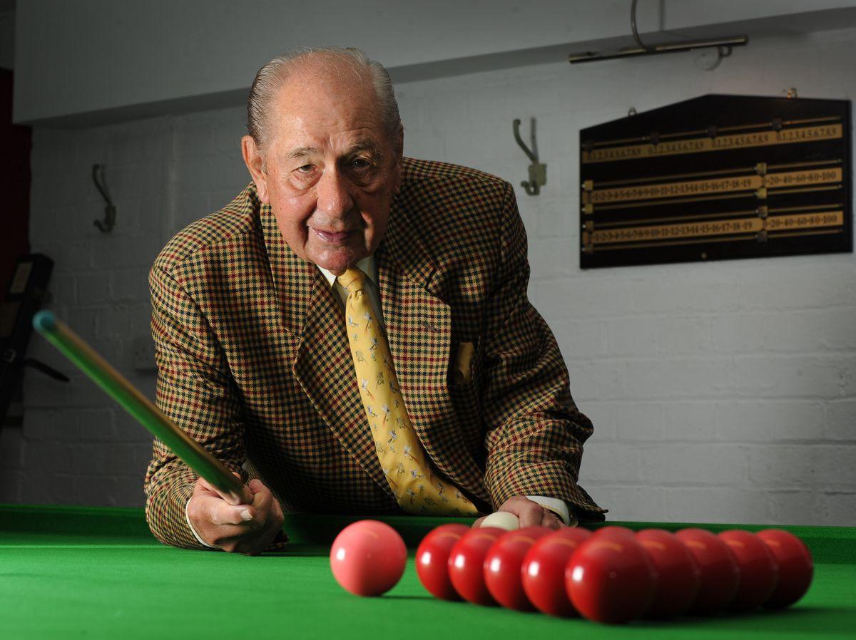 Rex Williams at Pockets Snooker Club, Kidderminster