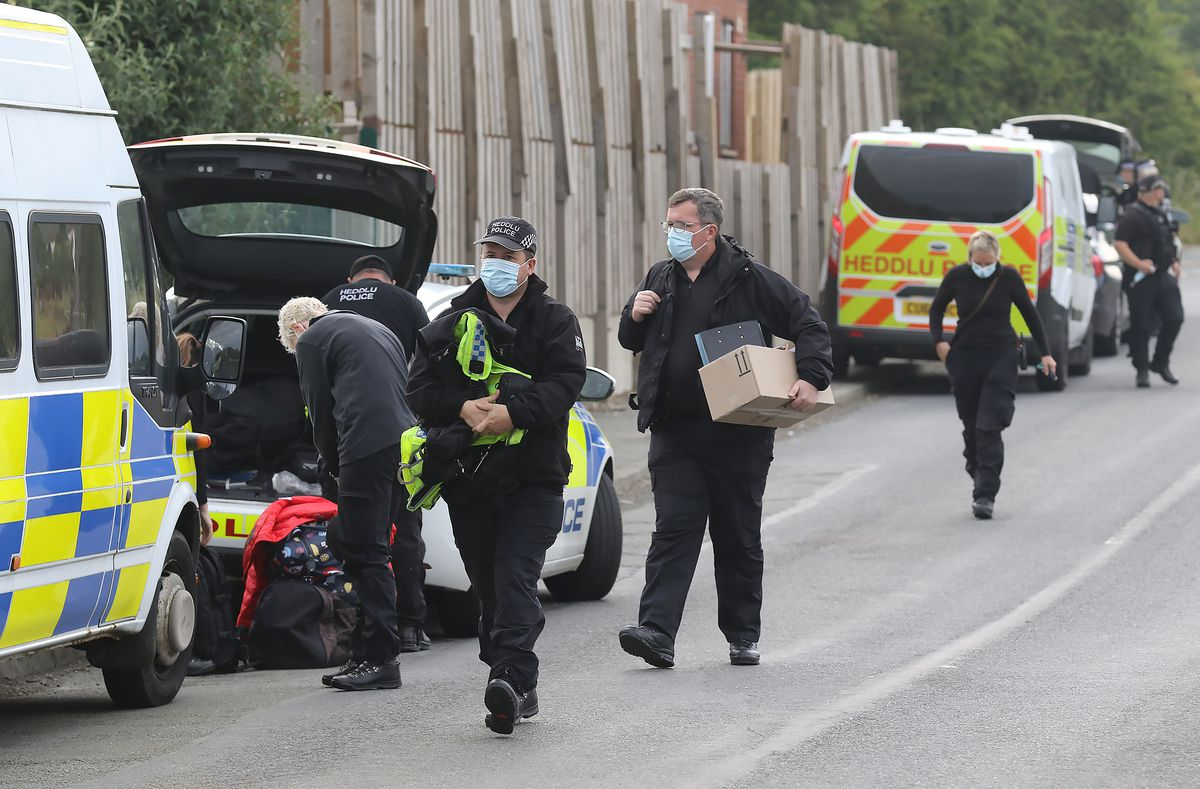 Witnesses said as many as up to 30 police vehicles were involved in the operation at Leighton Arches in Welshpool. Picture: Phil Blagg