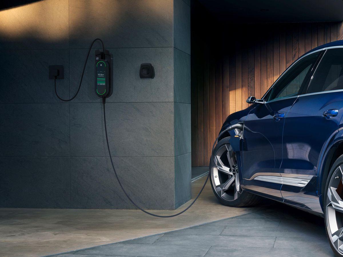Audi e-tron: Electric vehicle charging