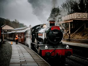 BORDER COPYRIGHT SHROPSHIRE STAR JAMIE RICKETTS 27/12/2019 - The Mince Pie Special Steam Train at Llangollen Railway Station..