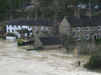 'Threat to life' warning for Ironbridge as 40 evacuated amid fears river may reach 'unprecedented' levels