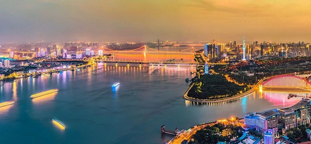 The city divided by the Yangtze river