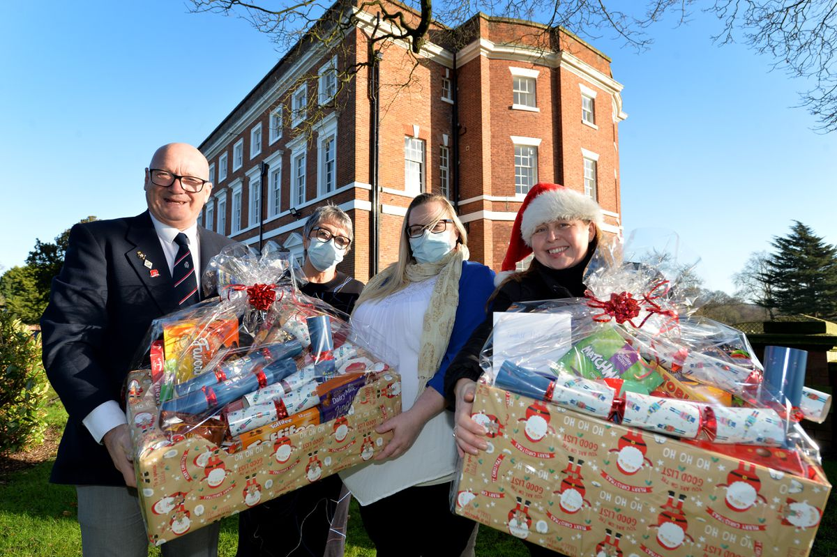 (L-R) Gareth Hickman, Margaret Lloyd, Sam Davis with Julie Hunter from the Stags Head as she drops off a hamper full of donations to Tunstall Care Home