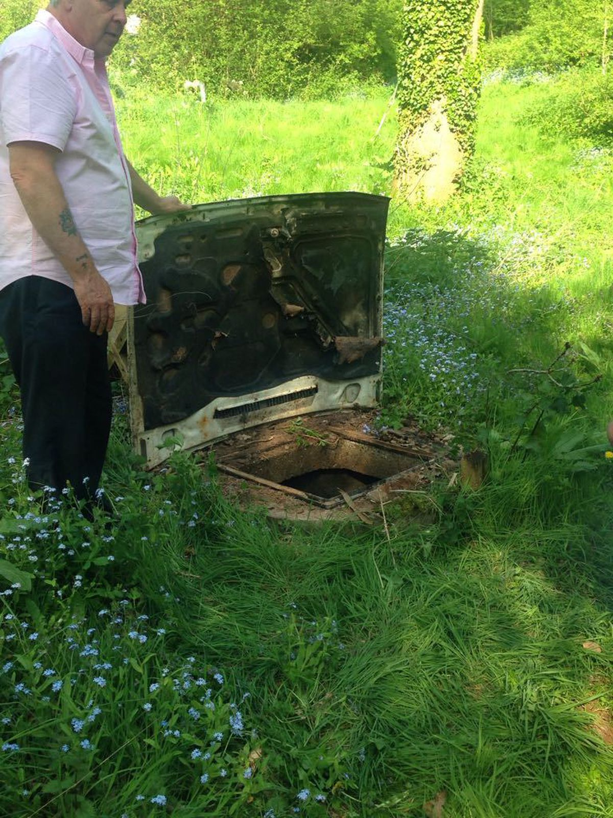 Sienna's father attempted to cover the open manhole with a car bonnet which he found in a nearby hedge