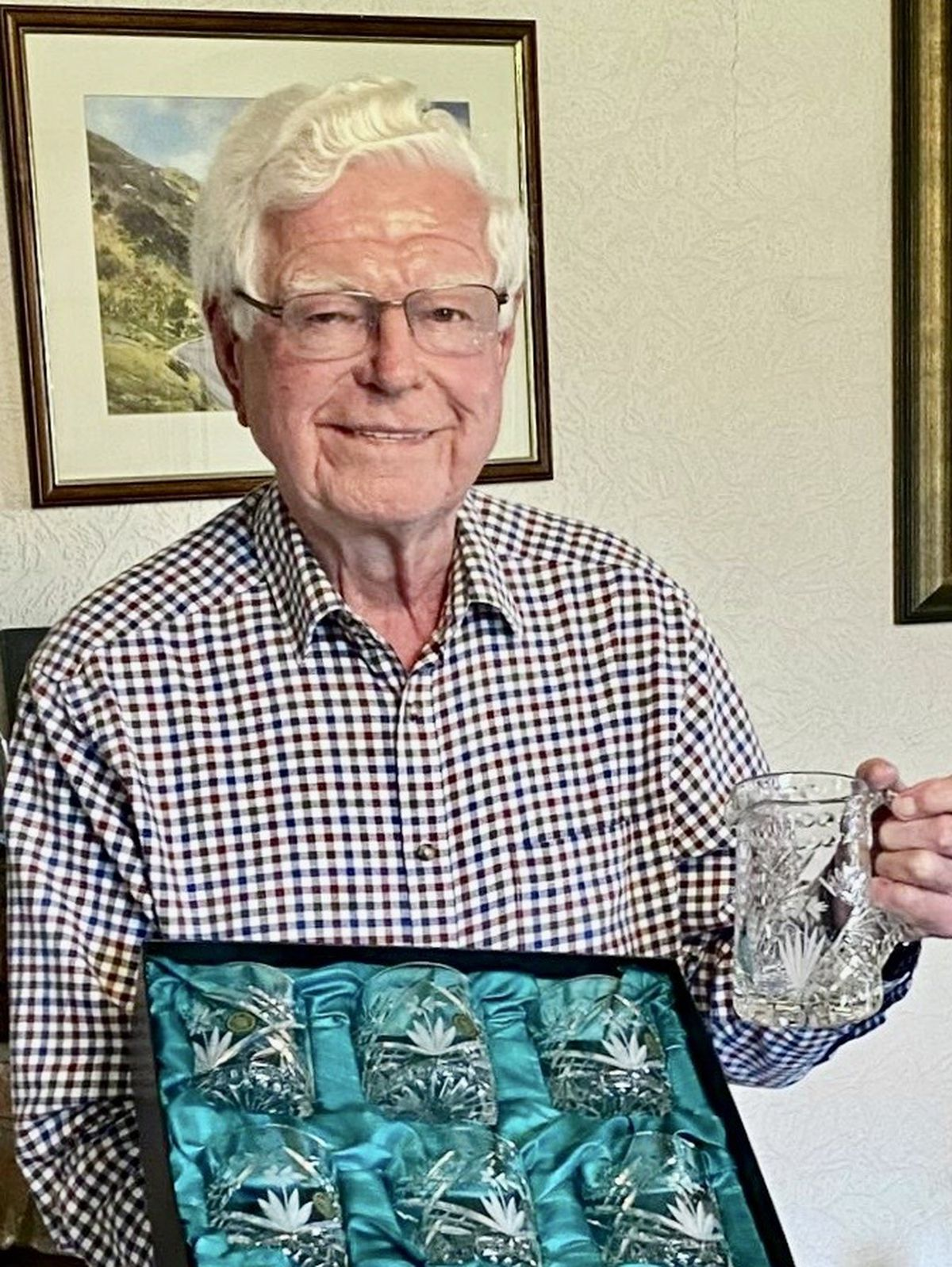 Aled Griffiths OBE received a set of Welsh crystal whisky glasses and an inscribed crystal jug thanking him for his 39 years of service to the BEMB Research and Education Trust