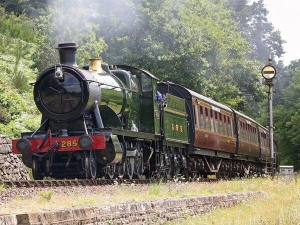 Disruption after Severn Valley Railway train derailed by fallen tree