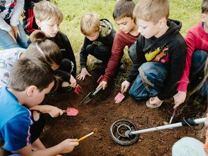 """LAST COPYRIGHT SHROPSHIRE STAR JAMIE RICKETTS 29/09/2021 - Year 4 of Castlefields Primary School in Bridgnorth have been doing a mock """"archaeological dig"""".."""