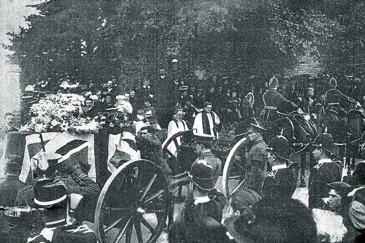 Thousands turned out to watch the funeral cortege in Oxfordshire in 1912