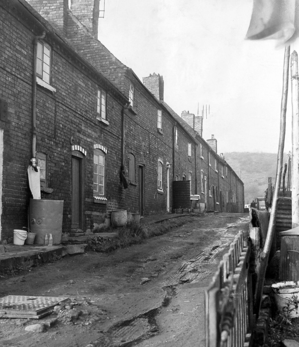 Lost Telford – Single Row at Hinkshay, Dawley, in November 1963, where residents had to draw water from a communal tap.