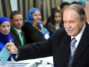 Abdelaziz Bouteflika casts a vote in 2012