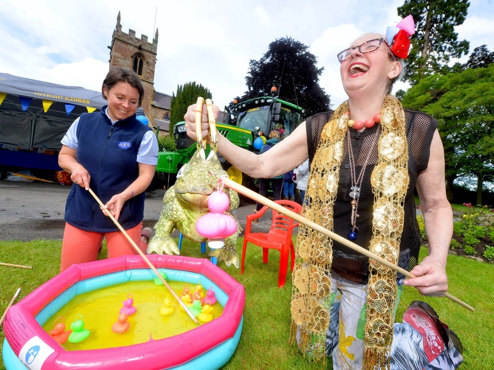 Hi Su! TV star drops in to Shropshire village festival - with video and pictures