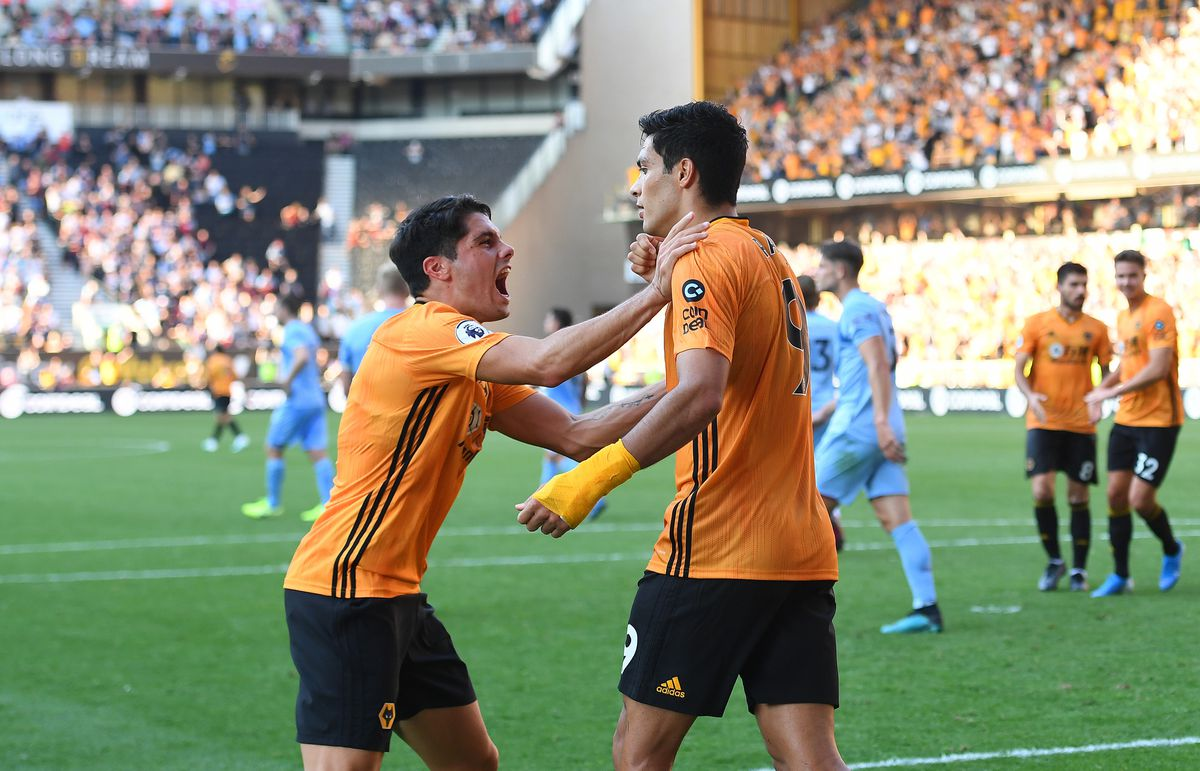 Raul Jimenez of Wolverhampton Wanderers celebrates after scoring a goal to make it 1-1 from a penalty kick with Pedro Neto (AMA)