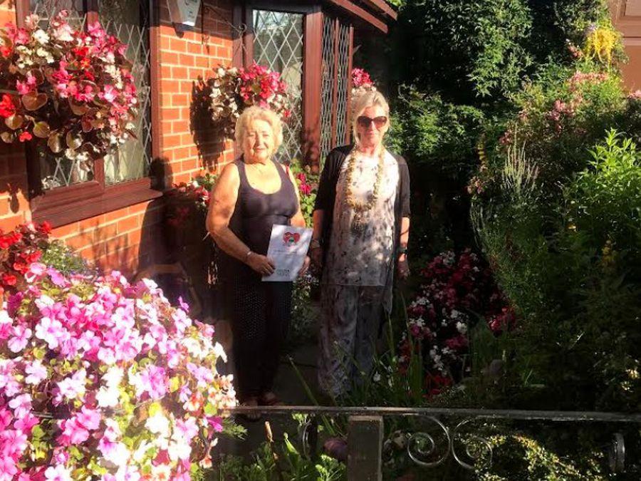 Joan Fulwell, winner of Best Front Garden, with Bridgnorth mayor Sarah Barlow