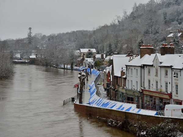 Snow hits Ironbridge flood barriers