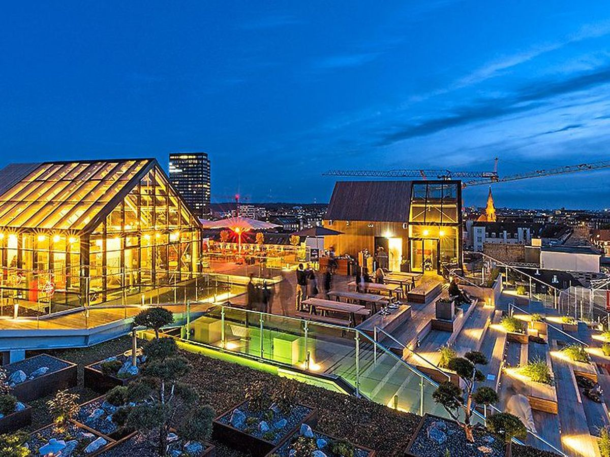 Get the drinks in – The Salling rooftop bar was a modern winter paradise