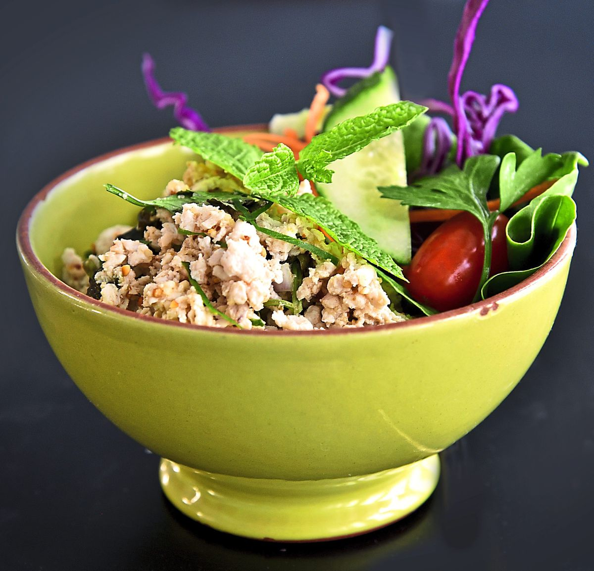 Minced chicken with lettuce