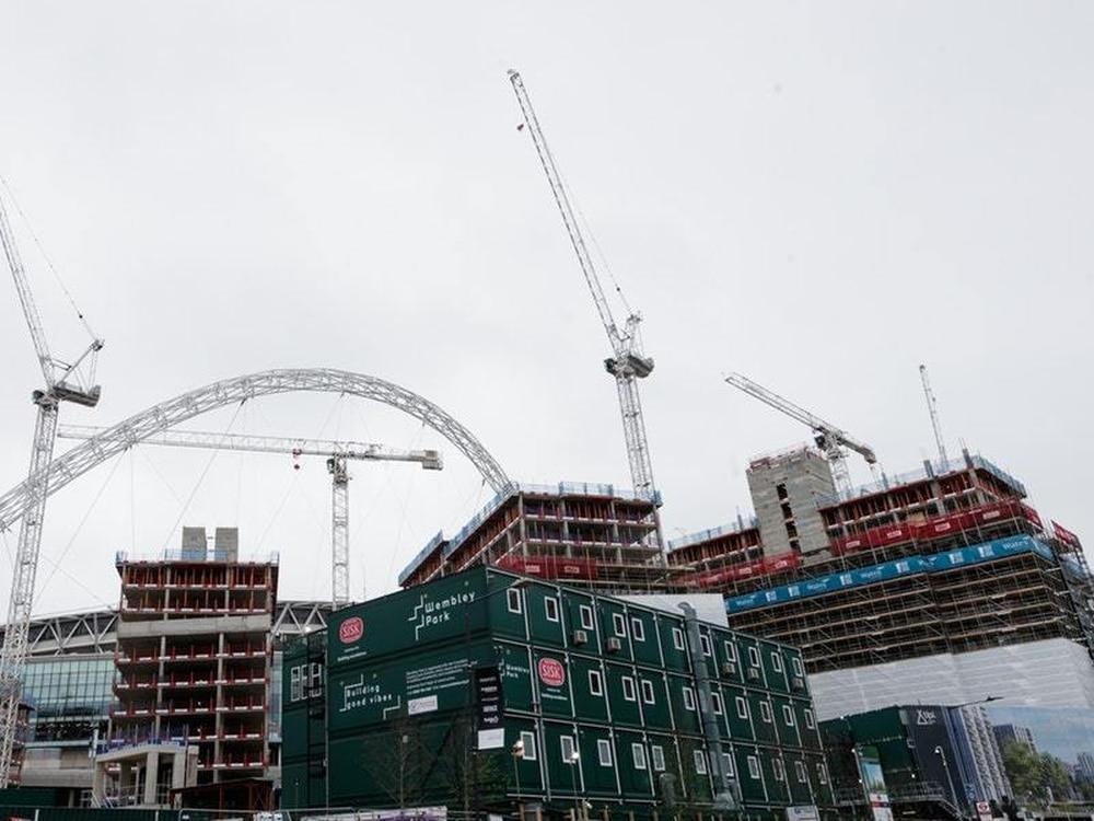 Building cranes in London