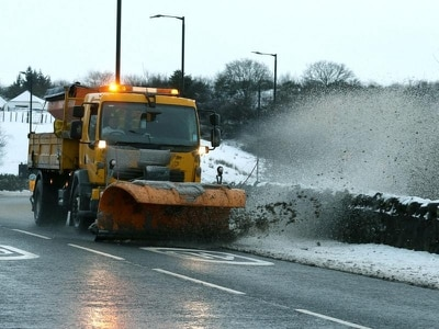 Major tailbacks at ski resorts as UK braces for more wintry weather