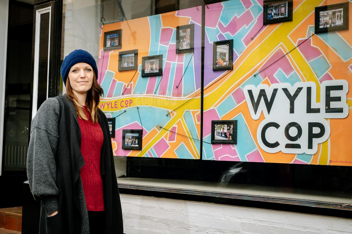 SHREWS COPYRIGHT SHROPSHIRE STAR JAMIE RICKETTS 12/01/2021 - Emma Williams has team up with the Shrewsbury BID and designed a map of Wyle Cop and put it in the shop window of the former Marianne Exclusive Fashions on Wyle Cop..