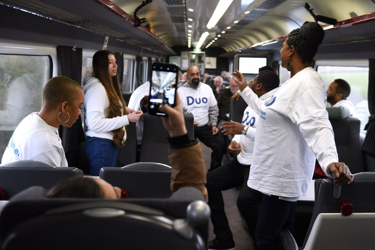 Chiltern Railways passenders surprised with an impromptu performance from Birmingham Gospel Choir