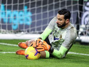 Rui Patricio of Wolverhampton Wanderers warms up. (AMA)