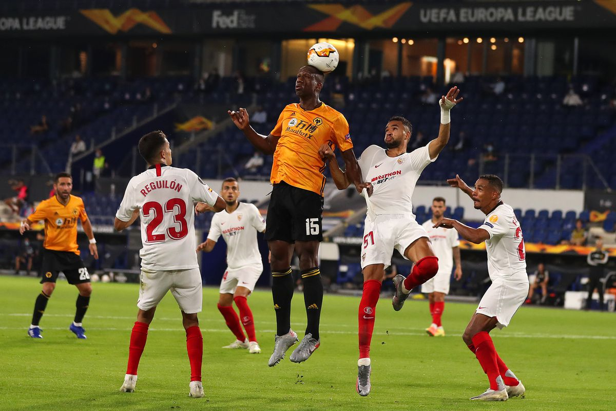 Willy Boly of Wolverhampton Wanderers competes with Youssef En-Nesyri of Seville (AMA)