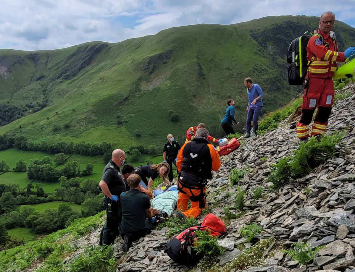Emergency teams getting the injured cyclist off the mountain
