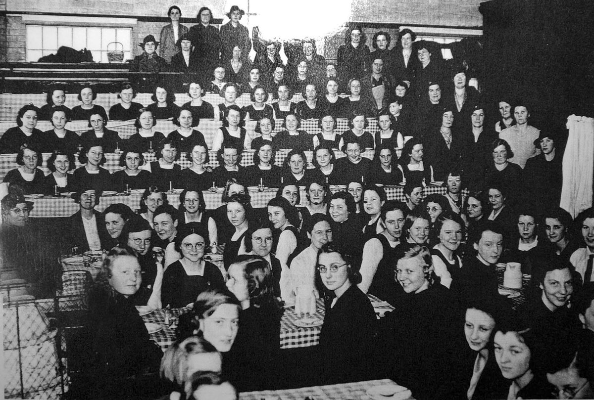 Evacuees from Smethwick's Holly Lodge Grammar School for Girls.