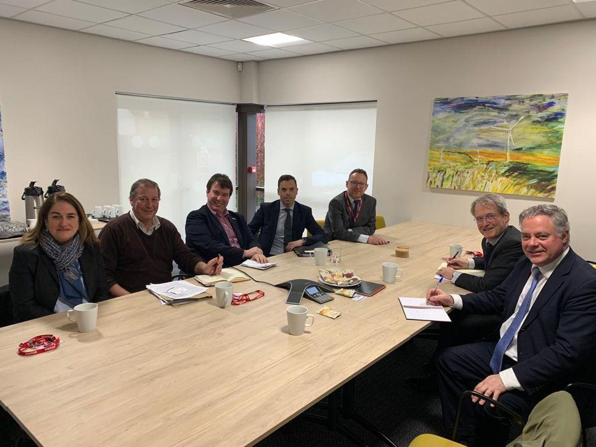 Round-table talks over cross-border road improvements