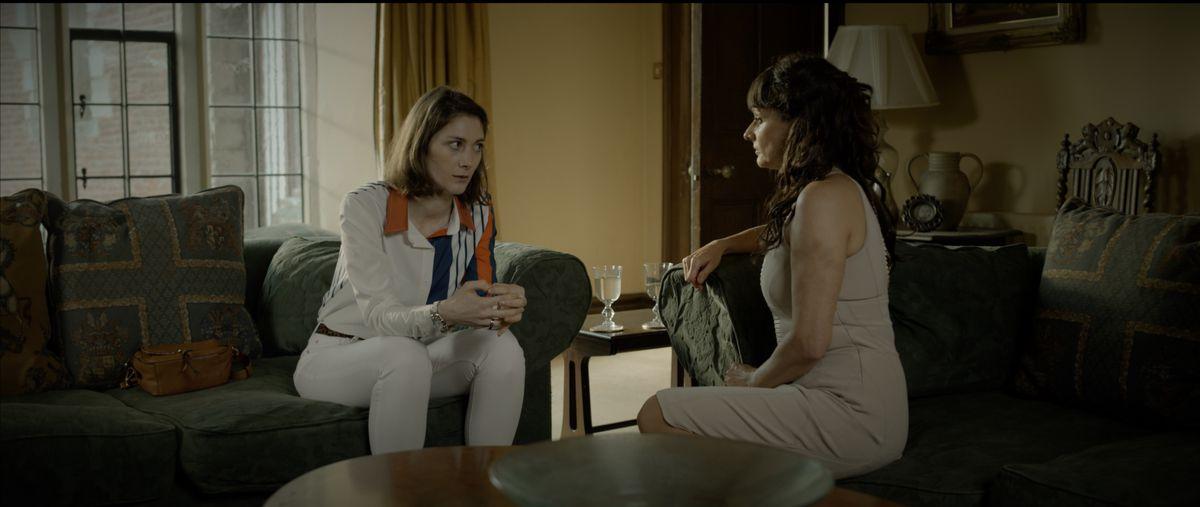 Holly Dalton (Daisy Badger) talks with her Mum (Sian Reeves)