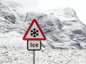 An ice warning sign