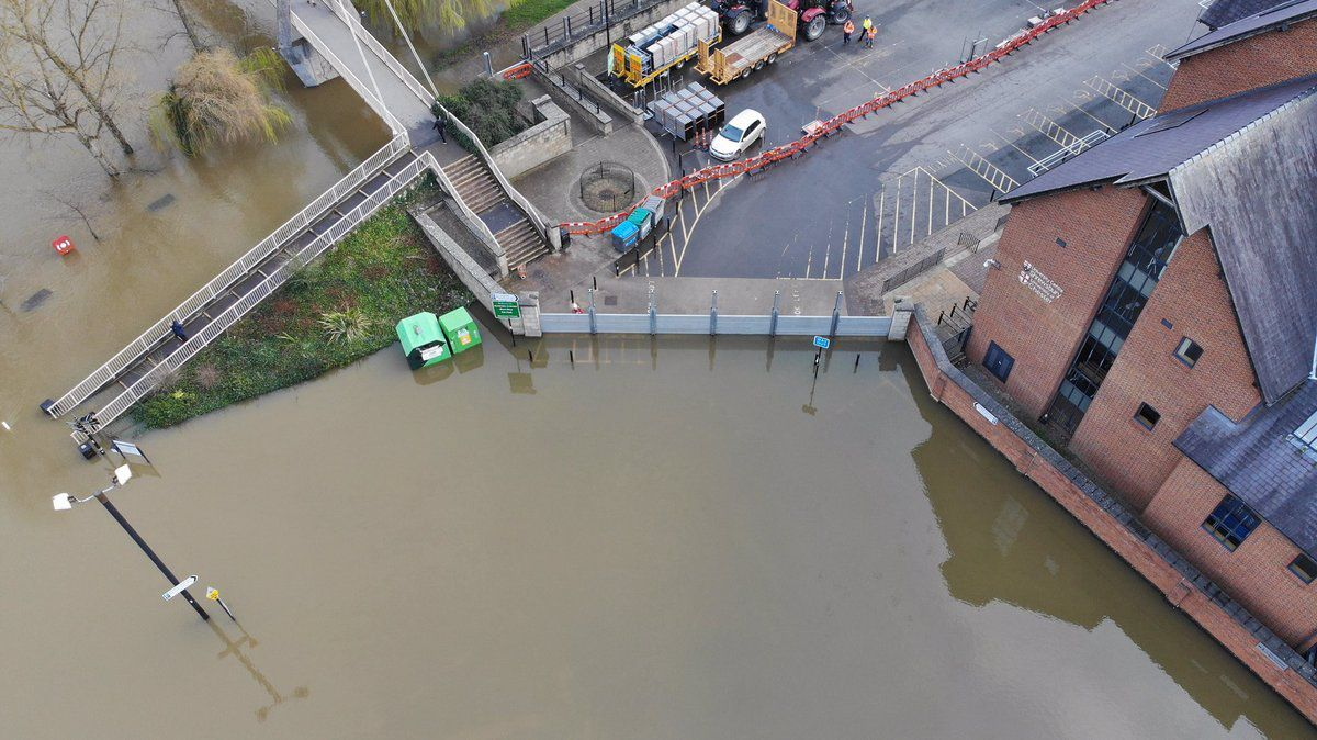 These photos from Dave Throup show how flood barriers have protected buildings in Frankwell, Shrewsbury
