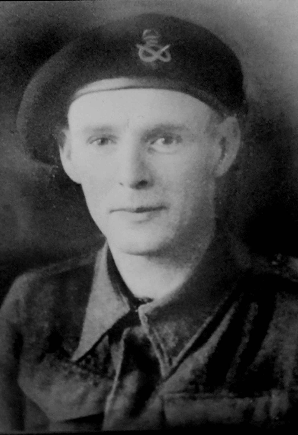 Les Cherrington in his army days