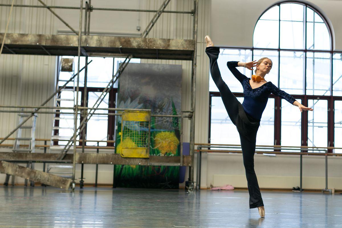 Brooke Ray as Duck; photo Dasa Wharton
