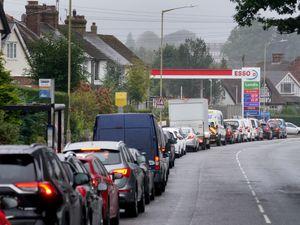 Fuel station queue