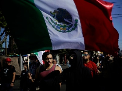 Mexican protesters voice anger against migrants heading towards US