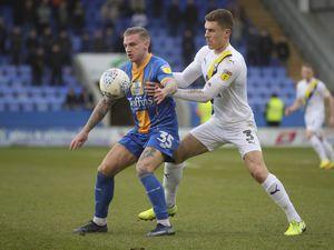 Jason Cummings of Shrewsbury Town and Josh Ruffles of Oxford United. (AMA)