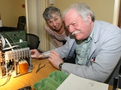 Handy volunteers patch up dozens of gadgets at Ludlow repair cafe