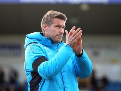 Telford boss Rob Edwards seeks advice from the top