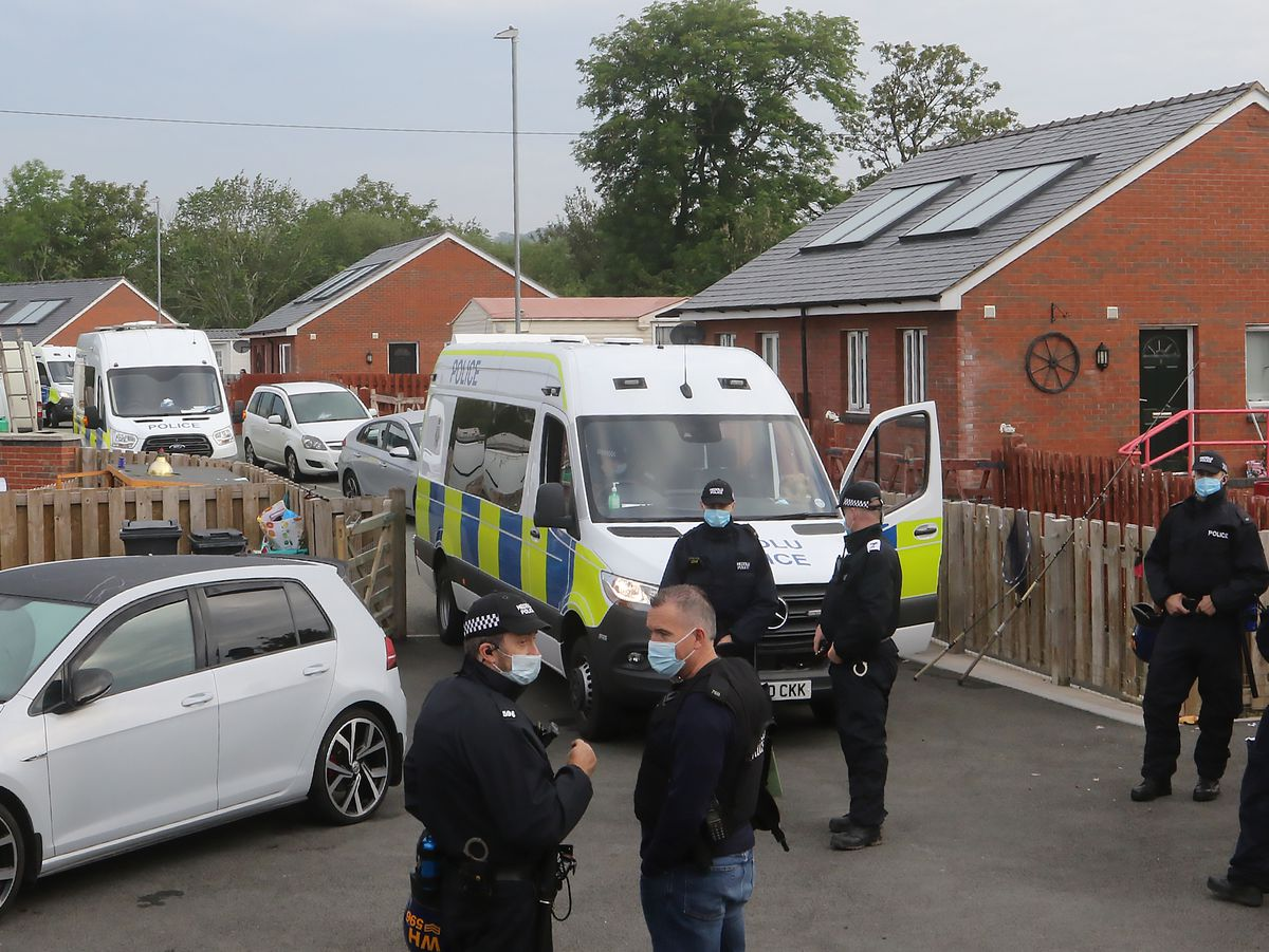 Witnesses said as many as up to 30 police vehicles were involved in the operation at Leighton Arches in Welshpool.
