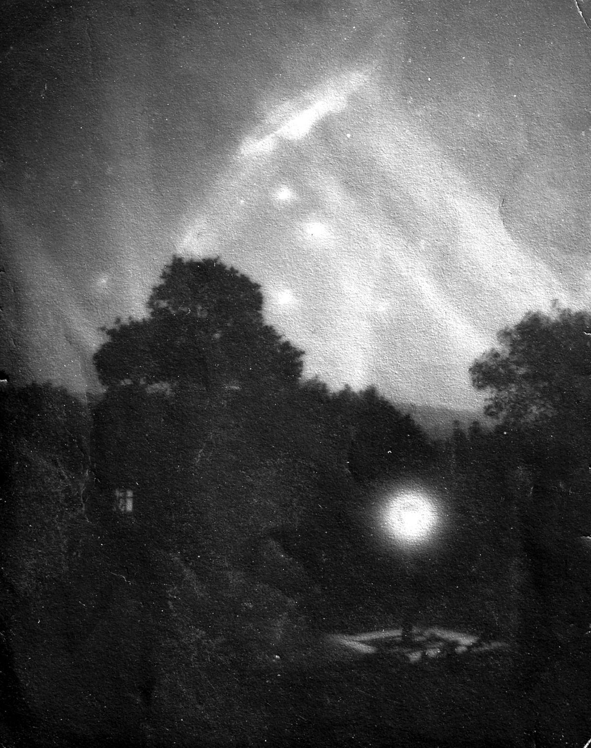 This is claimed to show a Zeppelin caught in searchlights over Shrewsbury.