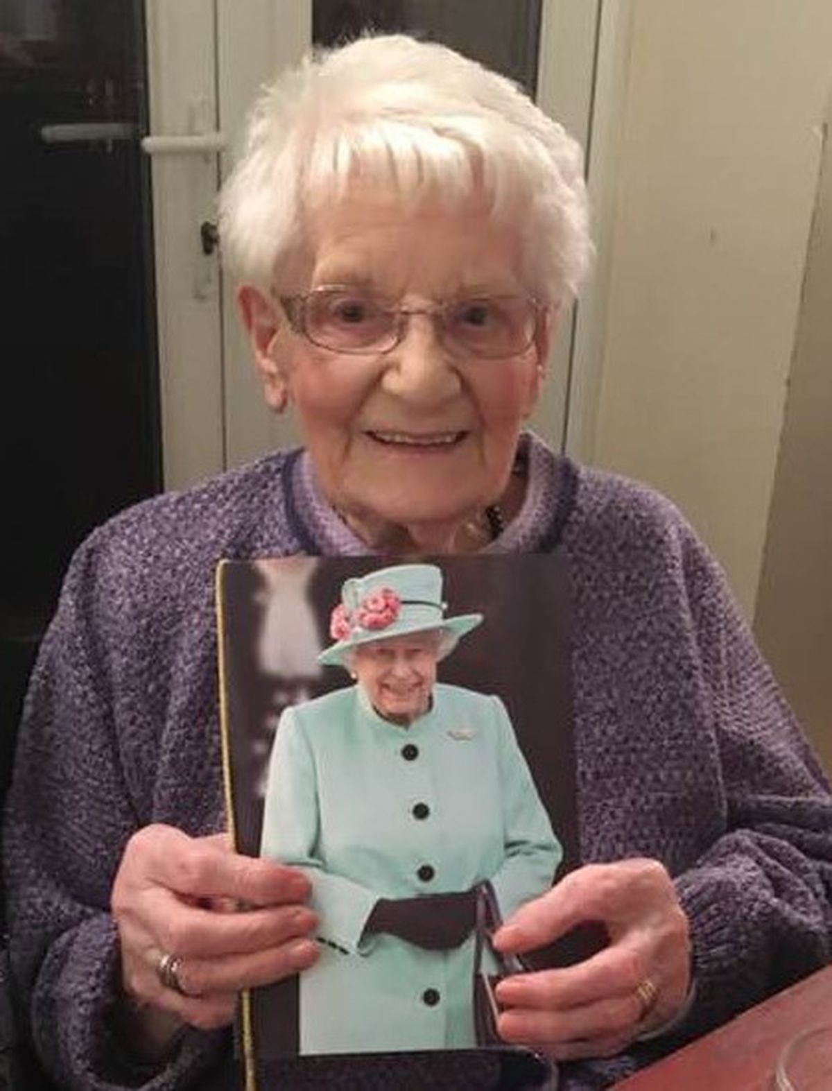 Joan Link celebrates her 100th birthday with a card from the Queen