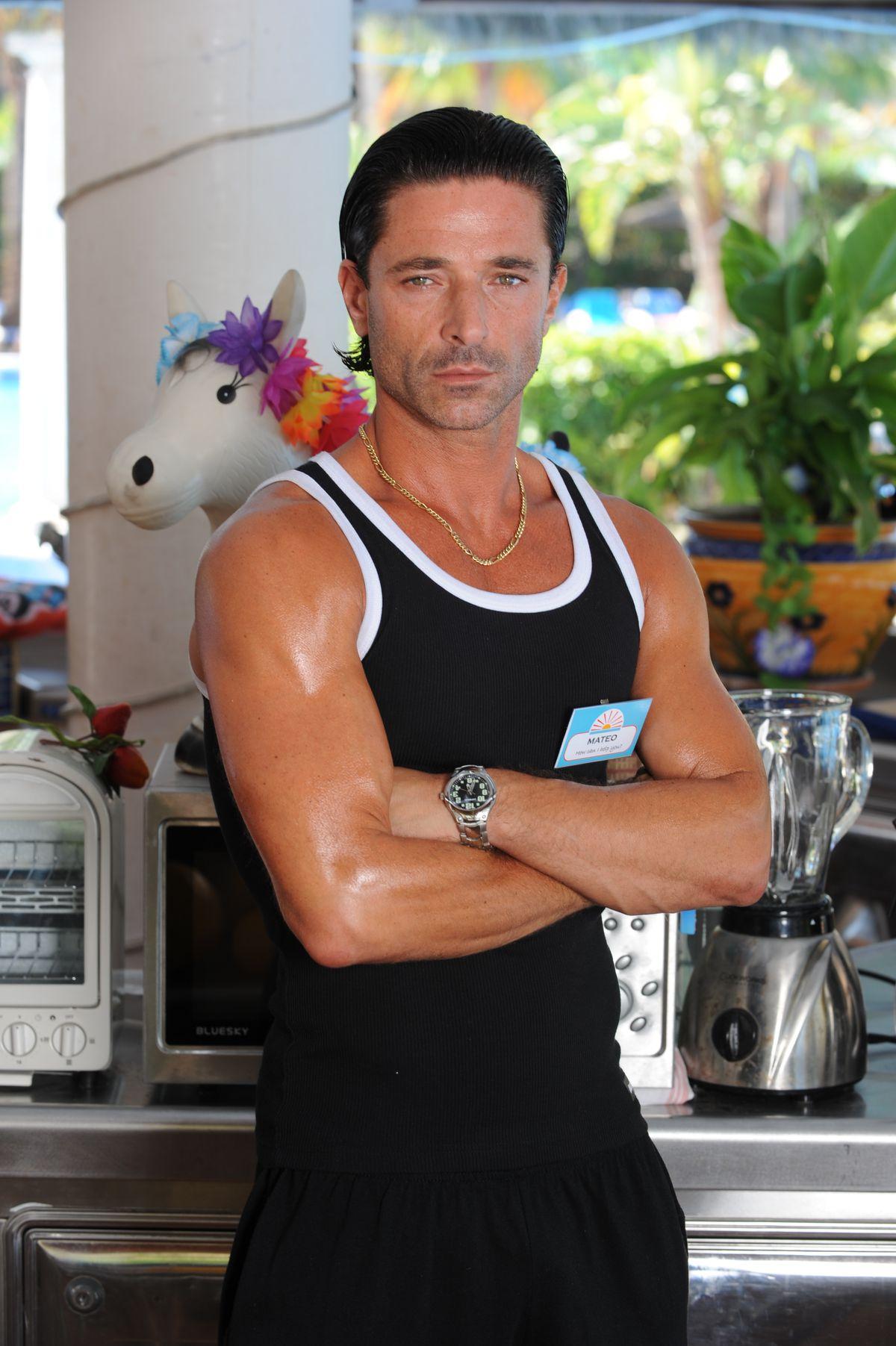 Jake Canuso as Mateo Castellanos