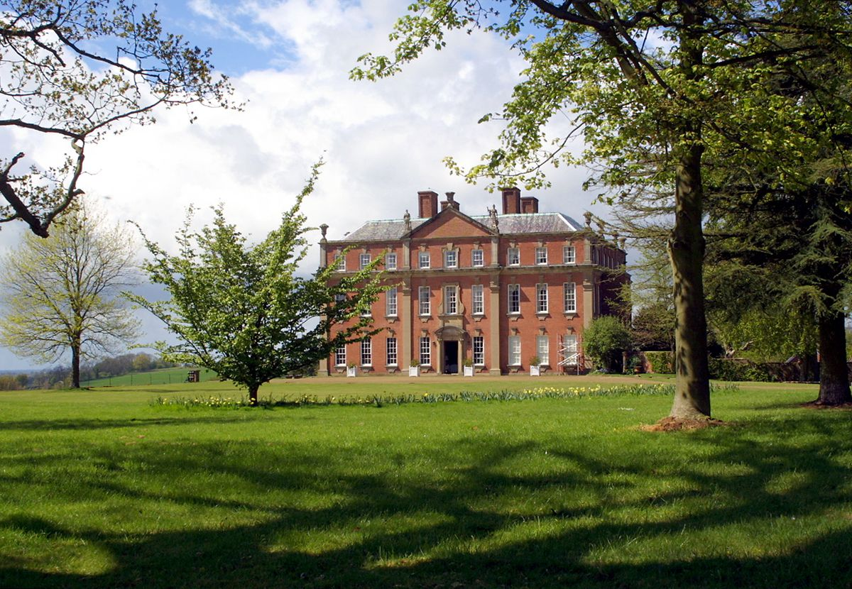 The hall as seen in 2006 when it was the home of Mr and Mrs Rupert Galliers-Pratt.