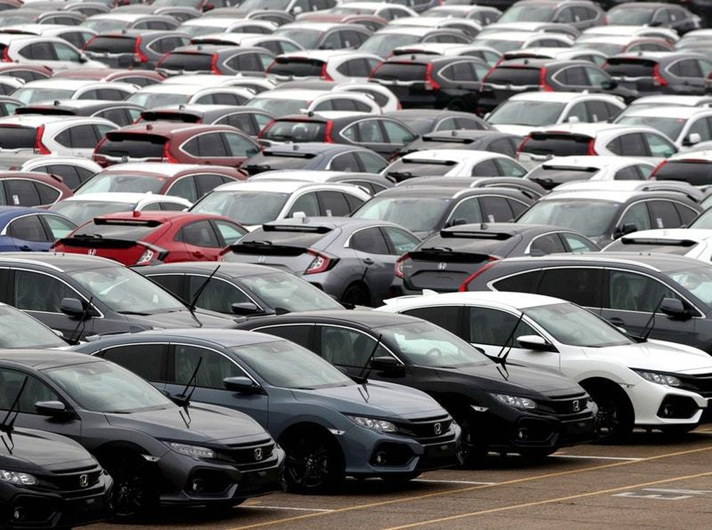 UK car market falls in March as uncertainty undermines buyer confidence
