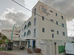 The Fun Vistamar hotel, where the couple stayed. photo: Google Maps