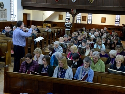 Top conductor leads school warm-up for classical concert - with video