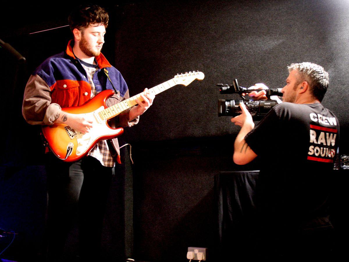 RawSound.tv's cameraman Clint Marney films The Arosa