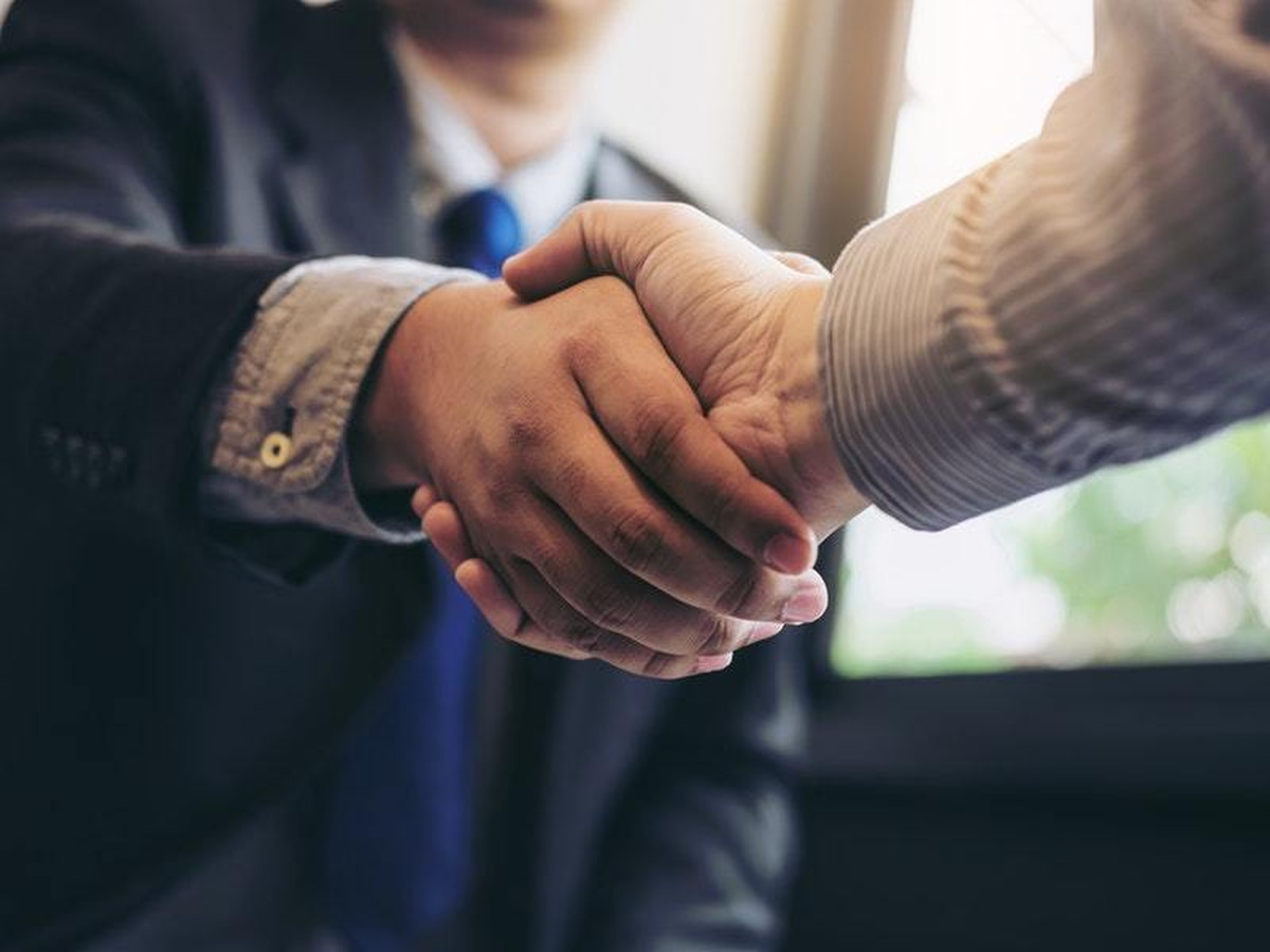 Hilarious viral 'handshake' meme celebrates unexpected ...